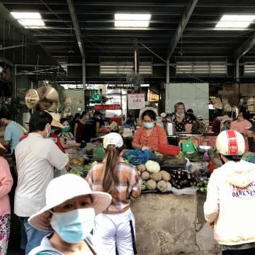 TP.HCM thí điểm cho mỗi chợ 2-10 tiểu thương bán rau củ trở lại