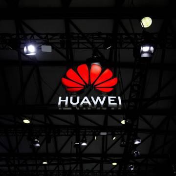 Mỹ thông qua chương trình loại bỏ thiết bị của Huawei, ZTE