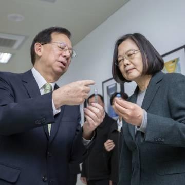 Đài Loan bắt đầu tiêm đại trà vắc xin Covid-19 tự sản xuất