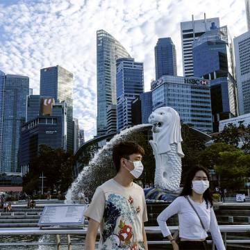 80% dân số tiêm đủ liều vắc xin, Singapore từng bước mở cửa trở lại