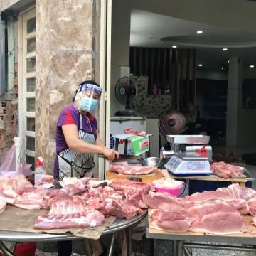 Nên ngưng nhập khẩu để cứu giá thịt heo trong nước?