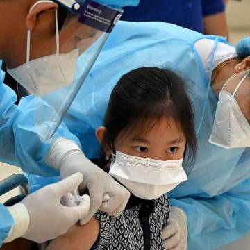 Đã có trên 98% trẻ em 6-12 tuổi tiêm ngừa Covid-19 tại Campuchia