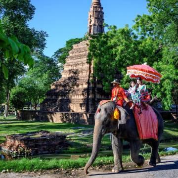 Thái Lan sẽ miễn cách ly với du khách đã tiêm vắc xin từ 10 nước