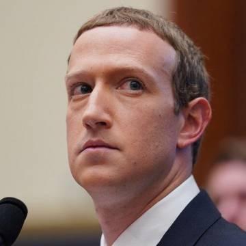 Mark Zuckerberg bị người biểu tình xông đến nhà đòi từ chức