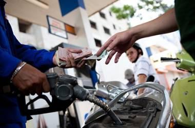 Giá xăng tăng gần 1.500 đồng, lên mức 24.338 đồng/lít