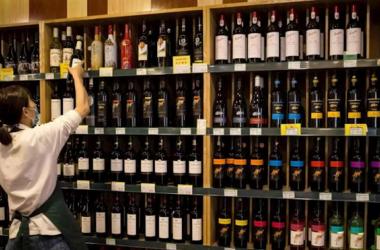 Trung Quốc áp thuế suất 107,1% – 212,1% với rượu vang Úc