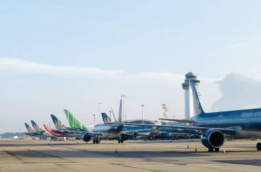 Yêu cầu 3 hãng bay dừng bán vé tết vượt quy định