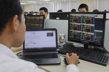 VN-Index bất ngờ tăng vọt lên đỉnh lịch sử với mức 1.423 điểm